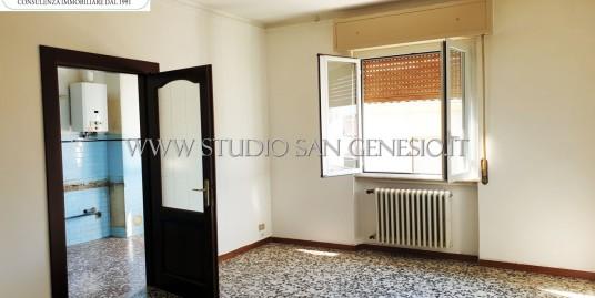 Appartamento quadrilocale con balconi e box