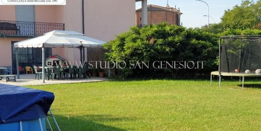 Villa singola con due appartamenti e ampio giardino